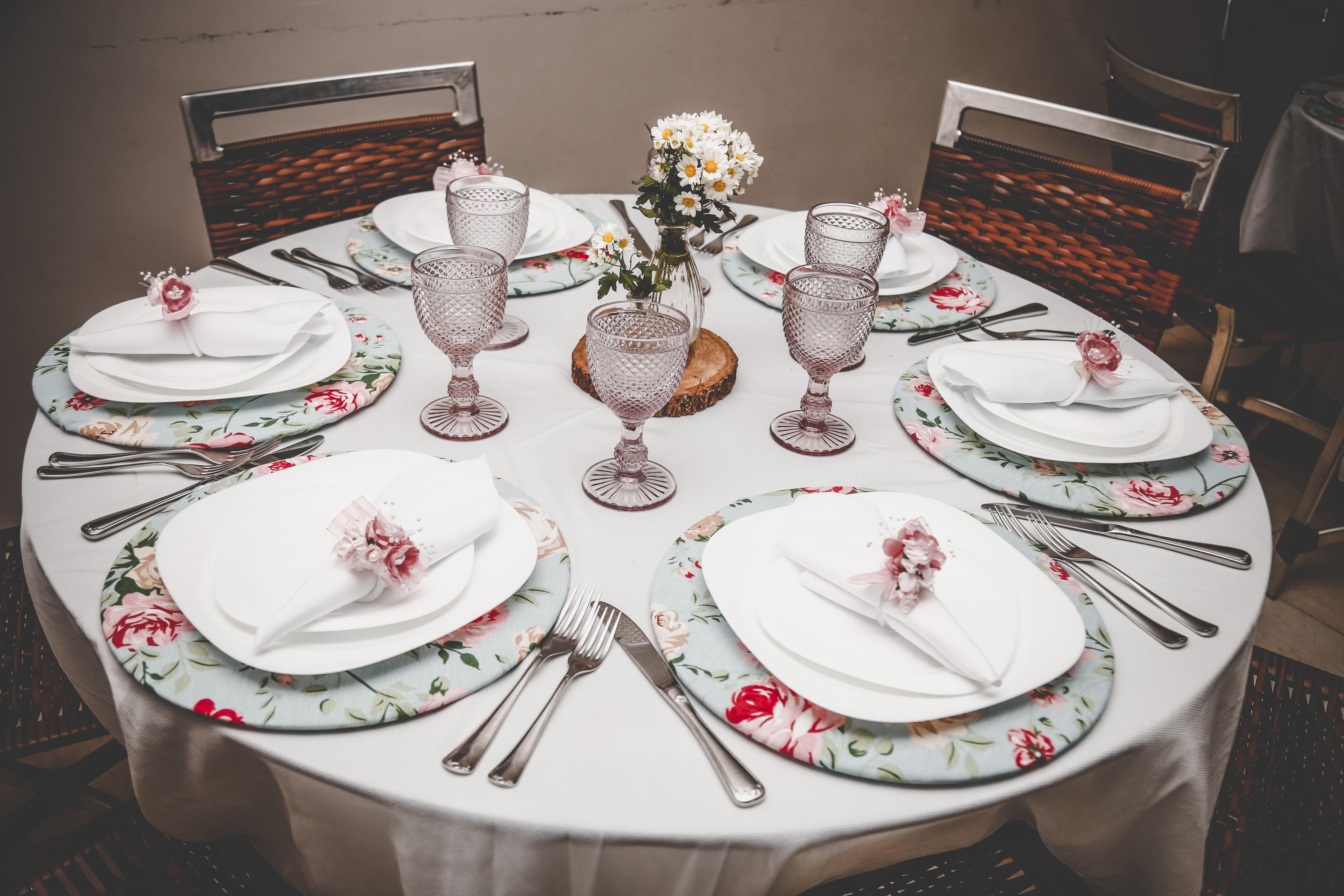 식탁, 식탁보, 은 제품, 접시류의 무료 스톡 사진