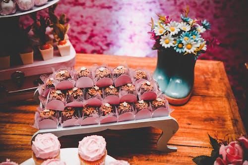Gratis stockfoto met brownies, desserttafel, eten, snoep