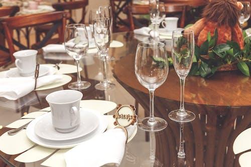 Ingyenes stockfotó asztal, borospoharak, szalvéta, tálalóeszközök témában