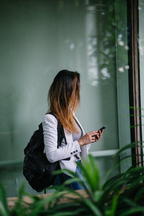 女人, 獨自, 穿著 的 免费素材照片