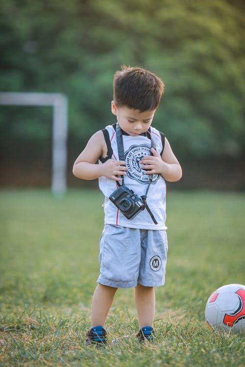 Photos gratuites de clairière, enfant, garçon, individu