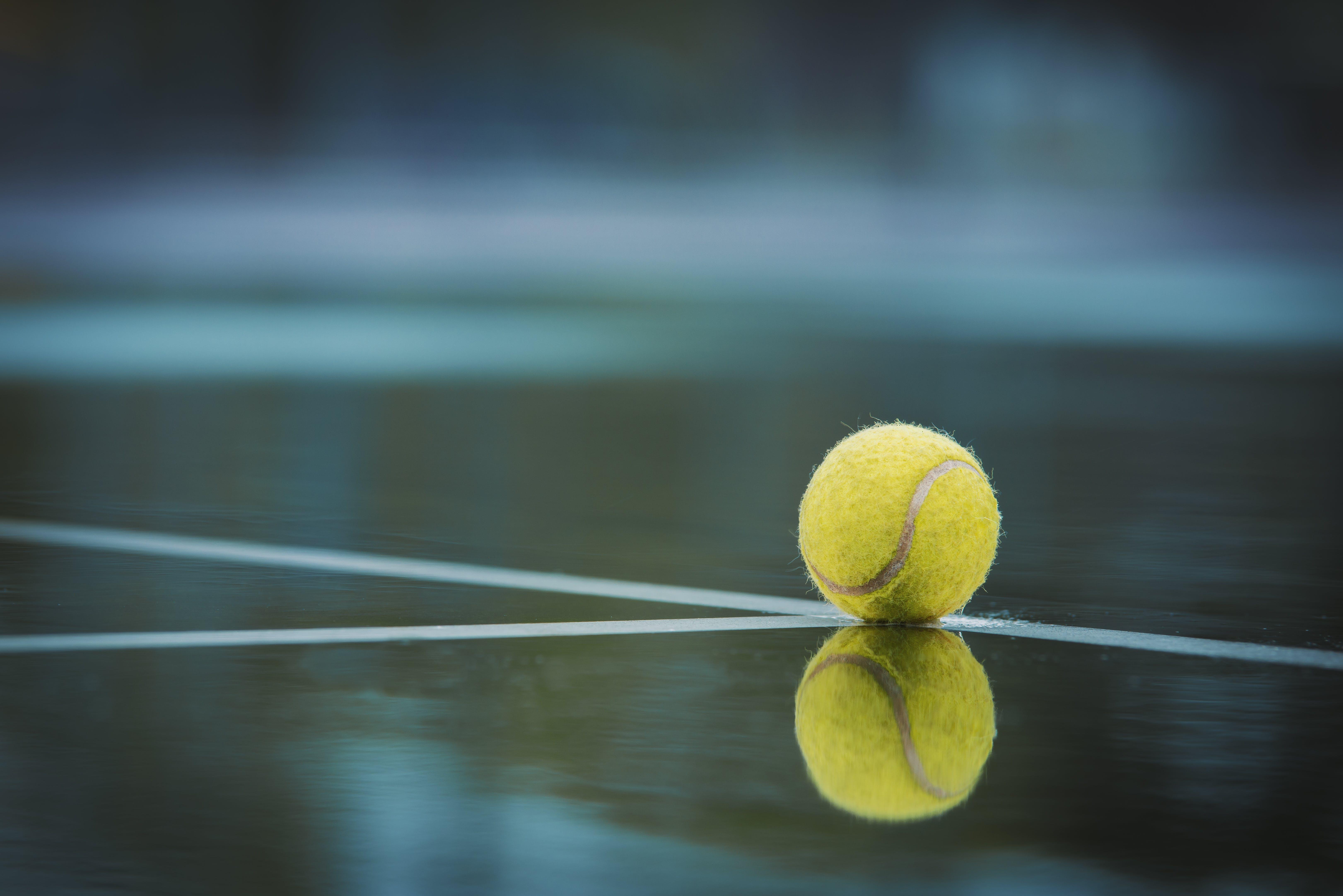 Kostenloses Stock Foto zu ball, reflektierung, tennis ball