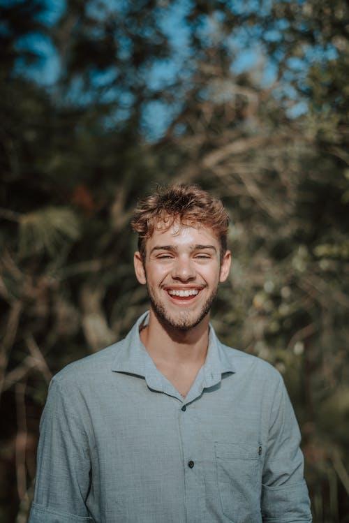 남자, 미소 짓는, 사람, 얼굴의 무료 스톡 사진