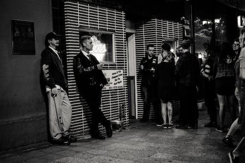 Δωρεάν στοκ φωτογραφιών με Άνθρωποι, ασπρόμαυρο, δρόμος