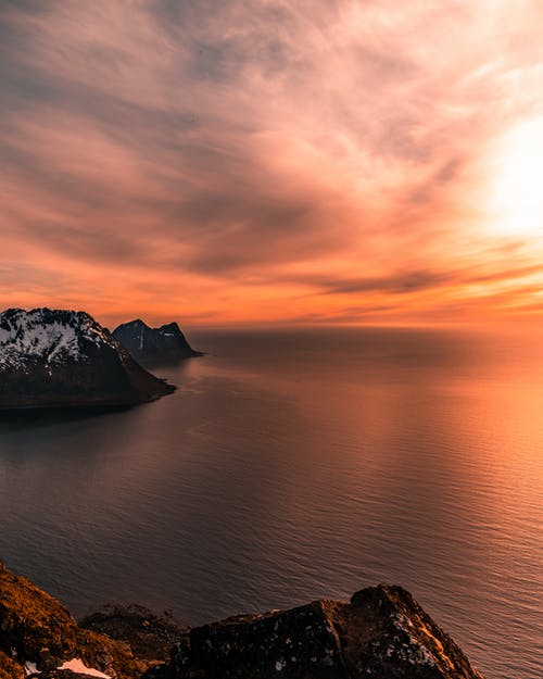 akşam karanlığı, arkadan aydınlatılmış, deniz, gün batımı içeren Ücretsiz stok fotoğraf