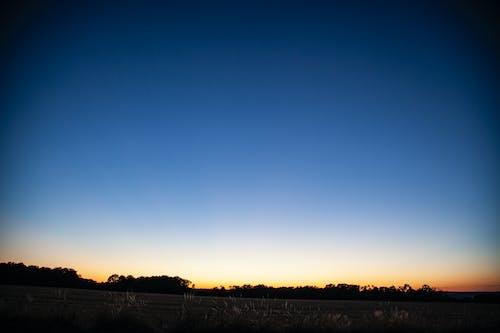 Fotobanka sbezplatnými fotkami na tému modrá obloha, panoráma, súmrak, vidiek