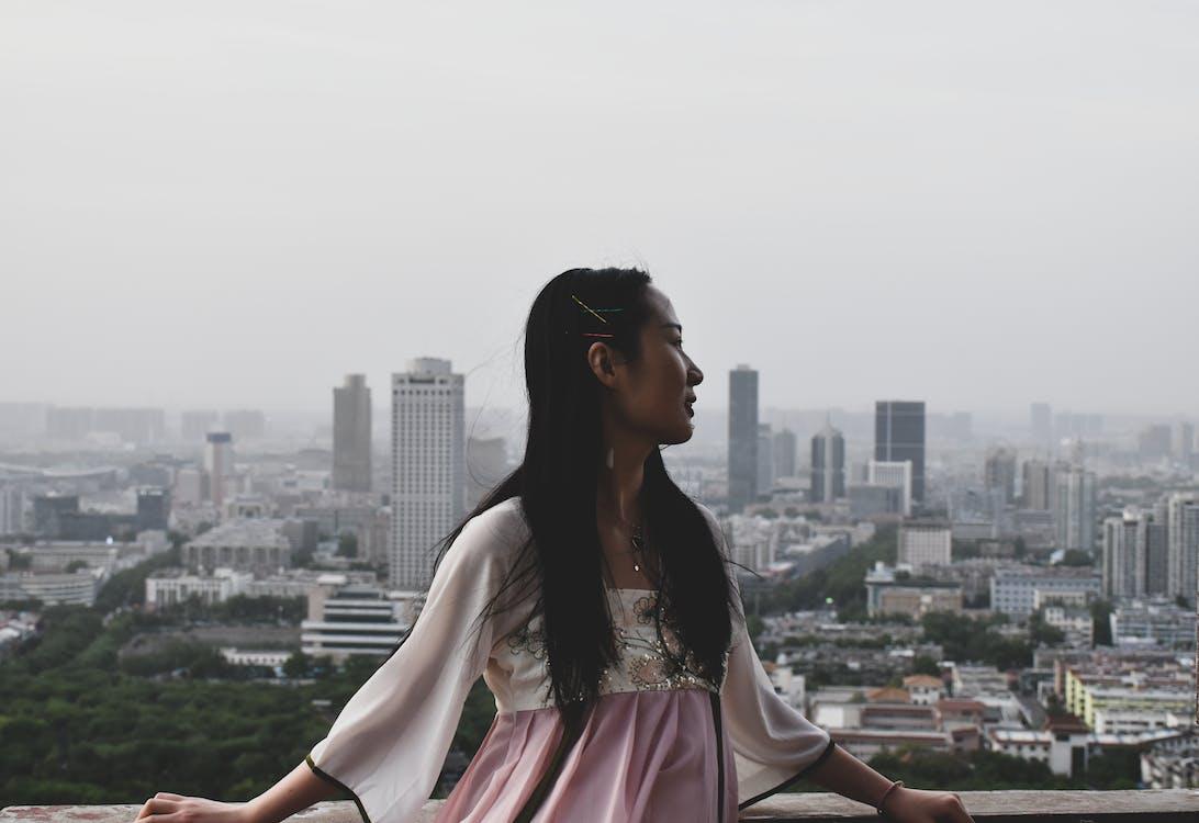 Gratis arkivbilde med arkitektur, asiatisk jente, asiatisk kvinne
