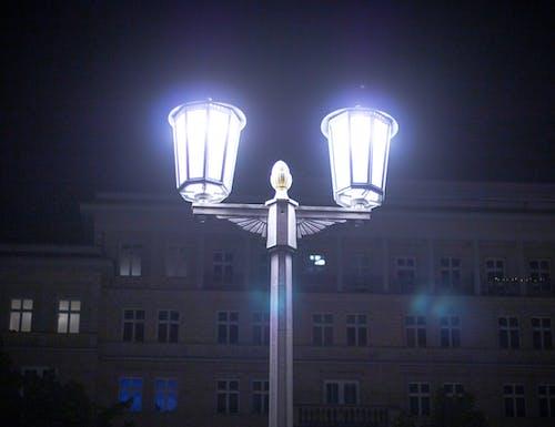Darmowe zdjęcie z galerii z biały, budynek, błyszczący, lampa