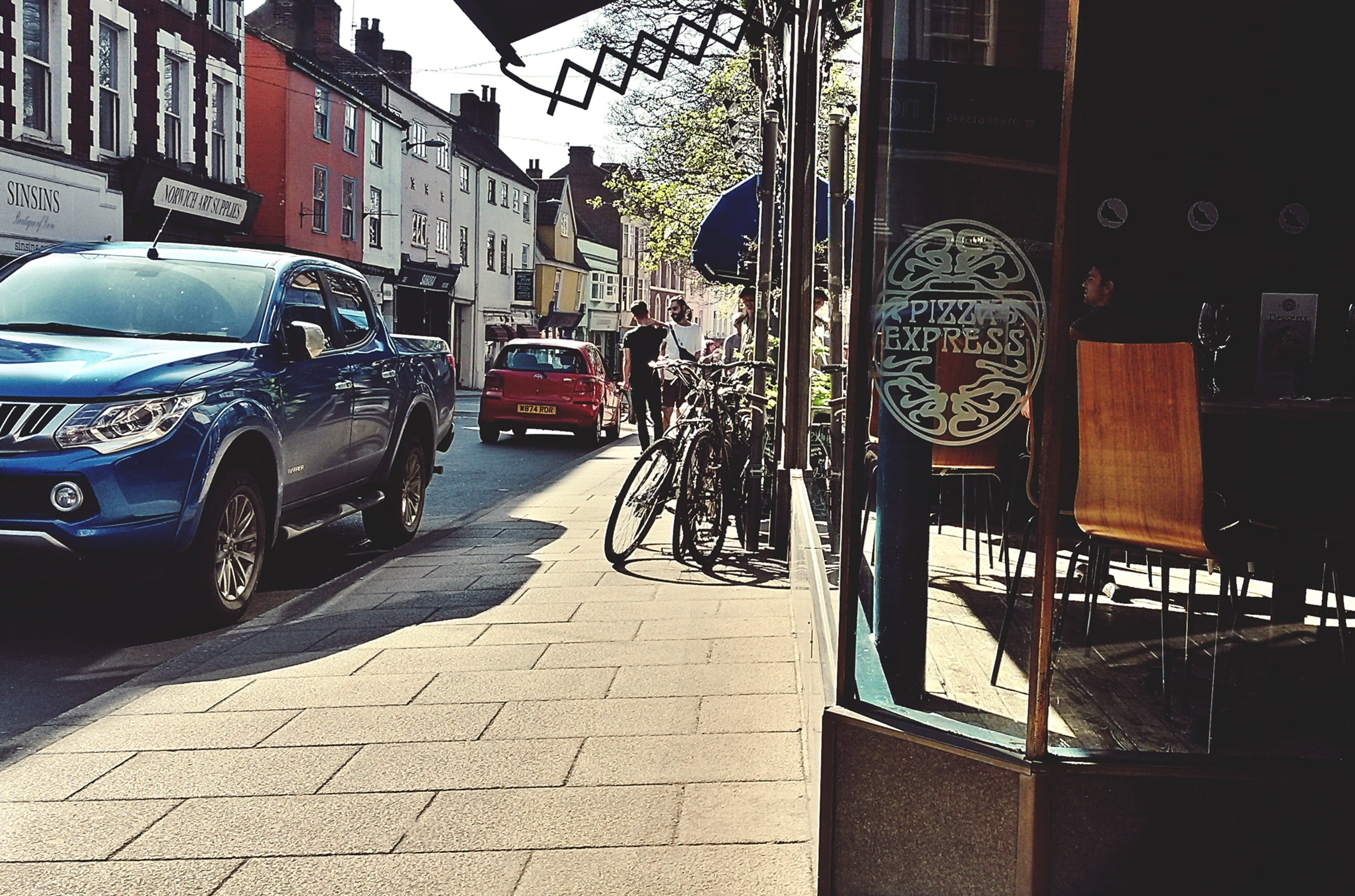 Gratis lagerfoto af fortov, gade, mad, pizza