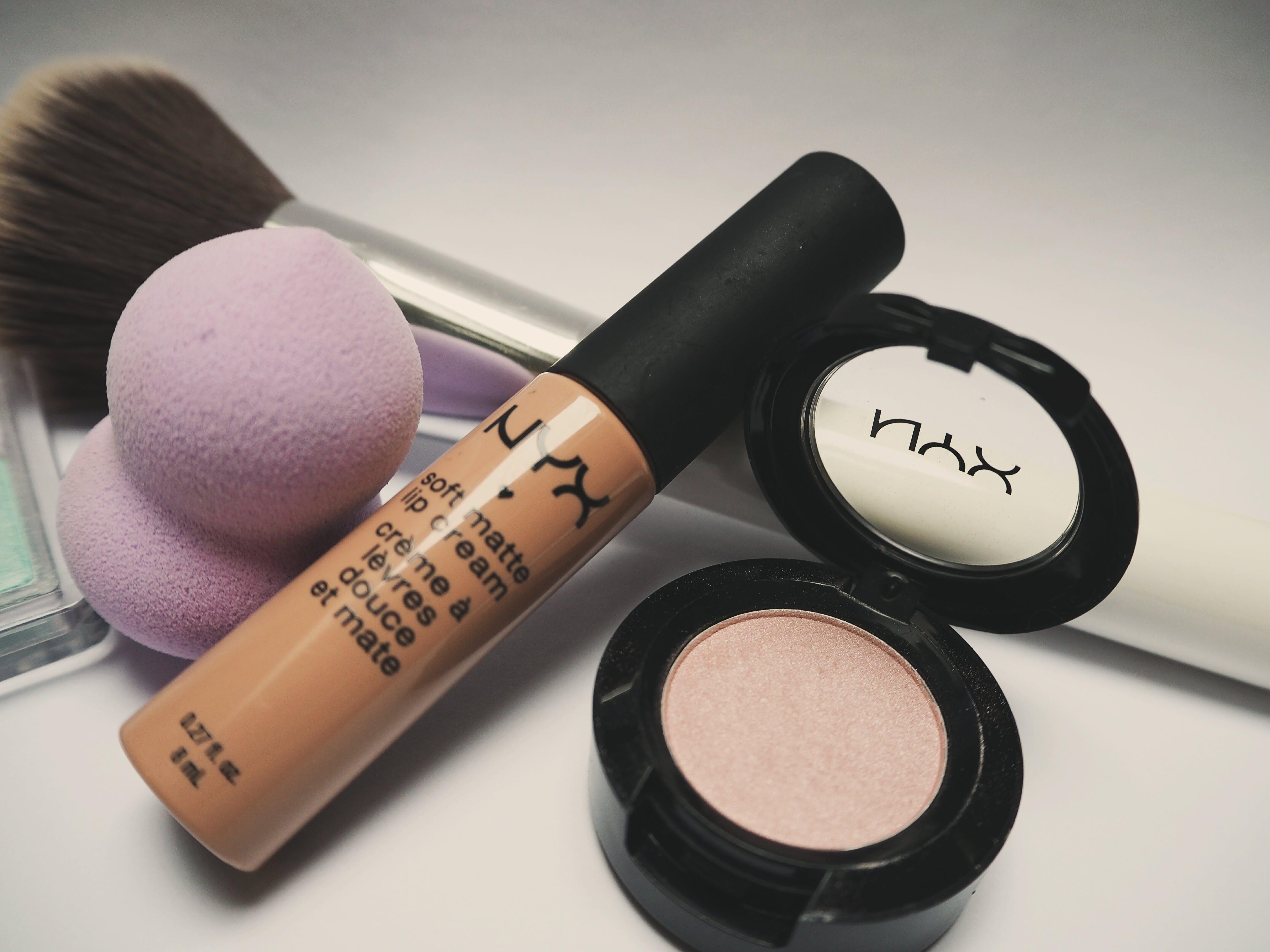 Free stock photo of eye makeup, eyeshadow, lipstick tube, liptick