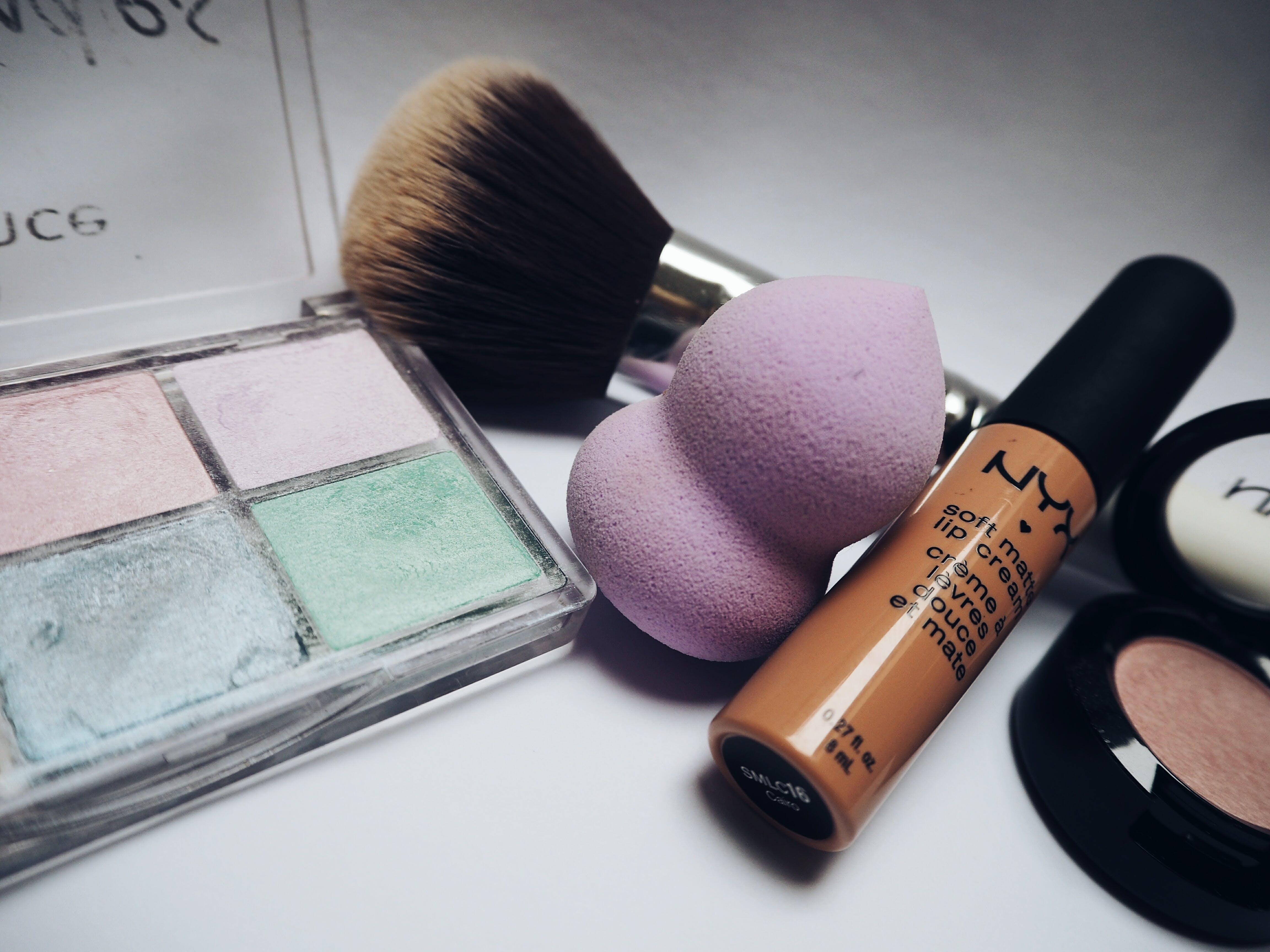 Nyx Lipstick Beside Eye Shadow Palette