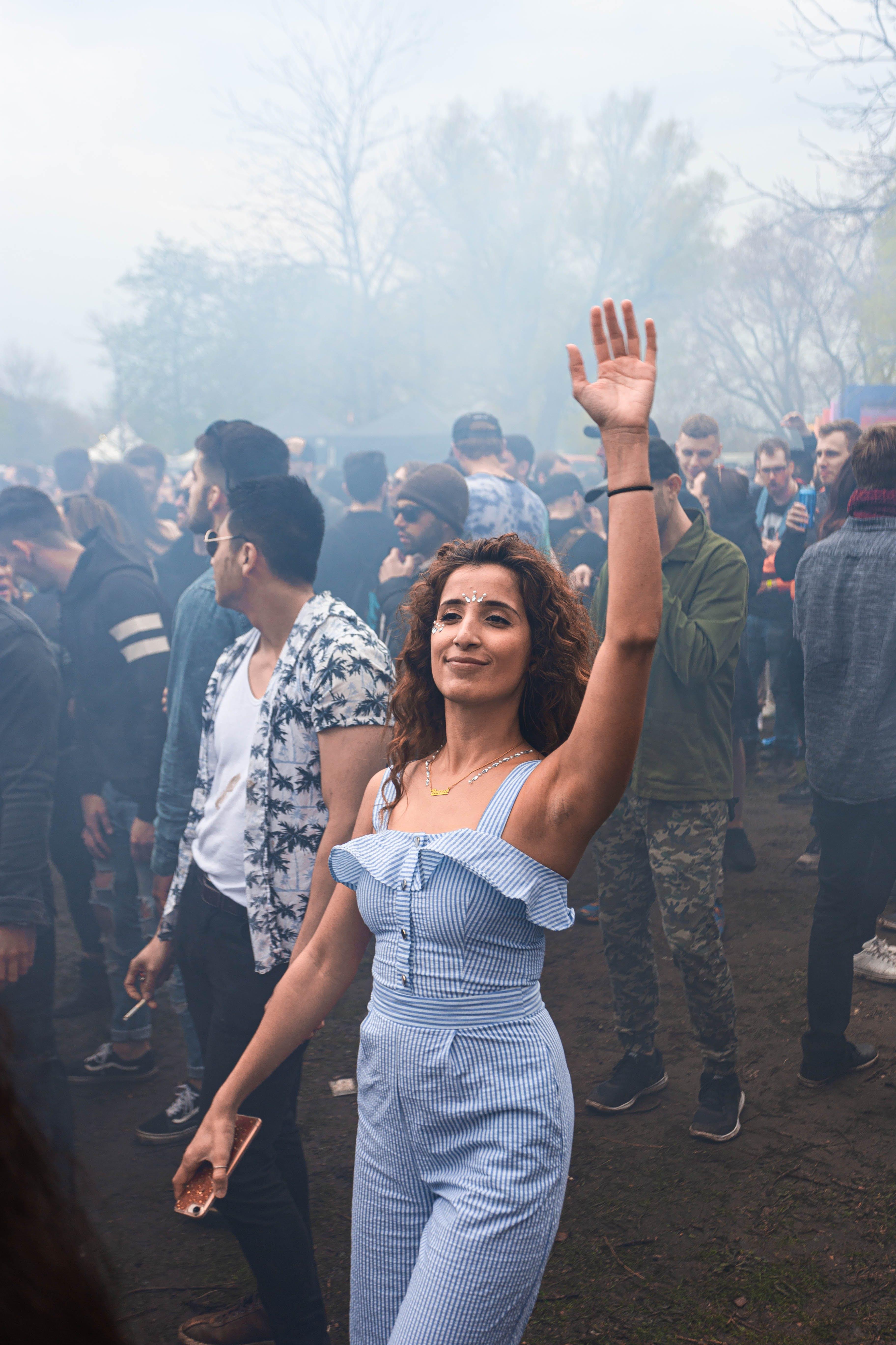 Photos gratuites de arbres, audience, brouillard, ensemble