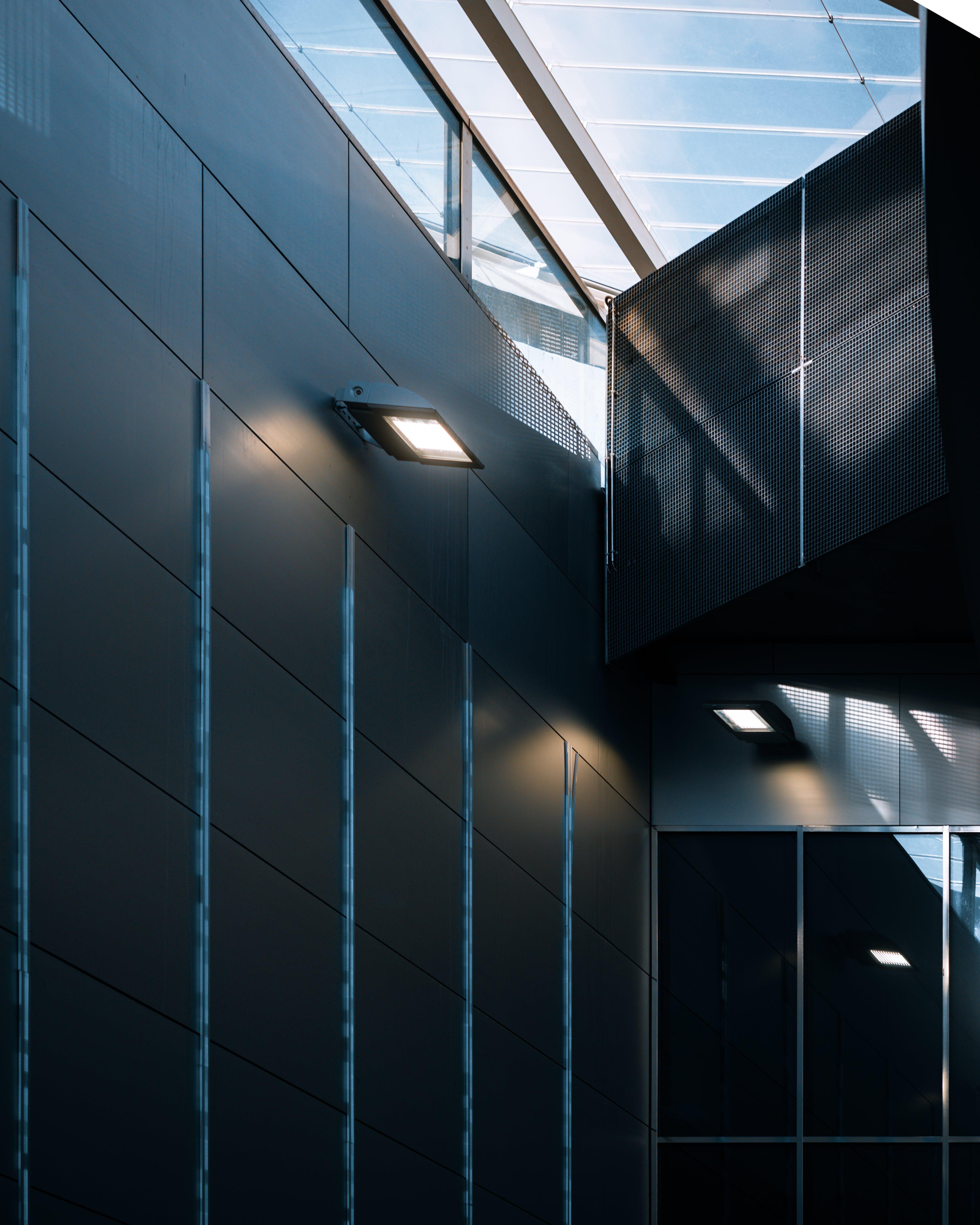 Fotos de stock gratuitas de edificios, líneas, metro, paralelo