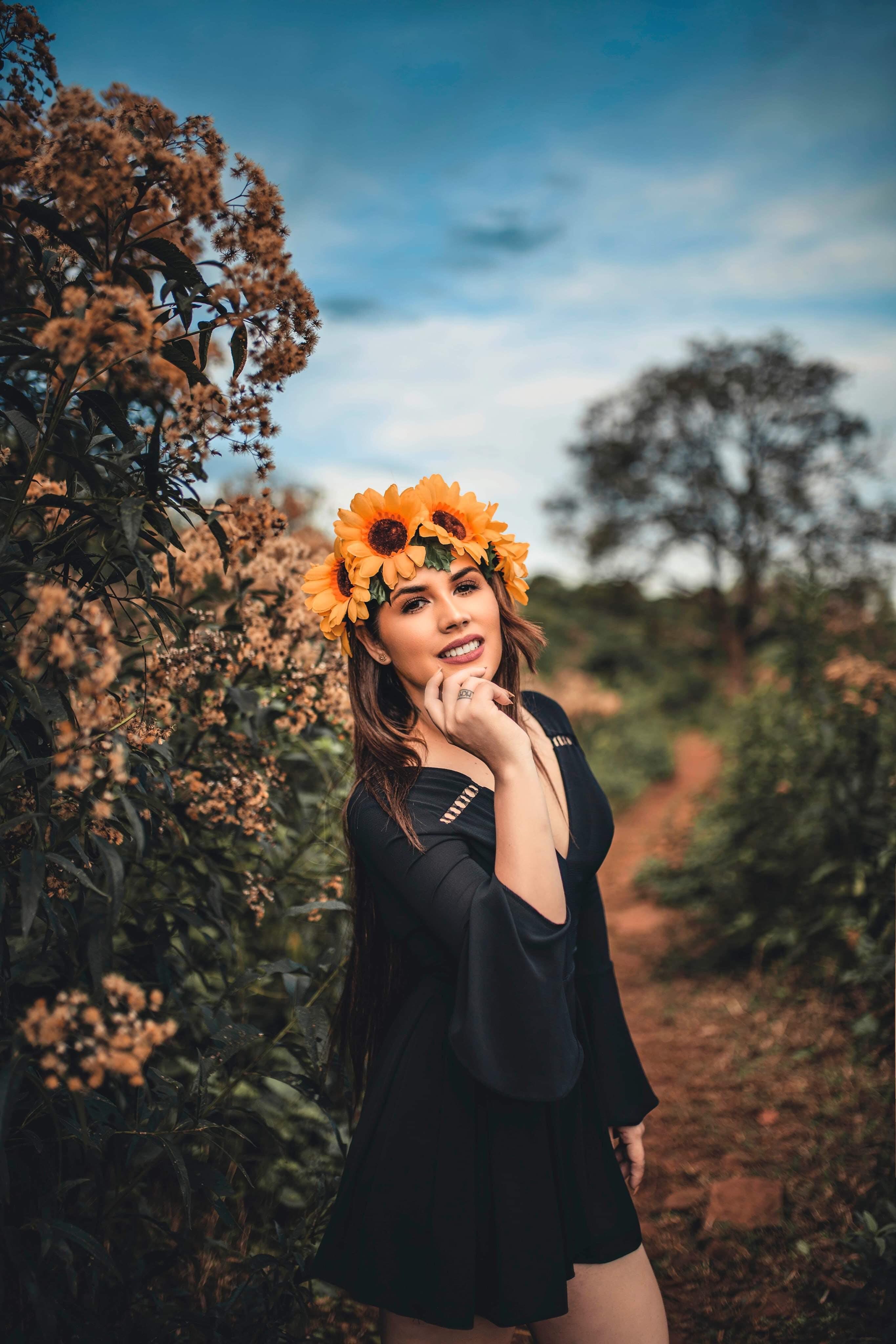 Darmowe zdjęcie z galerii z flora, kobieta, kwiaty, moda