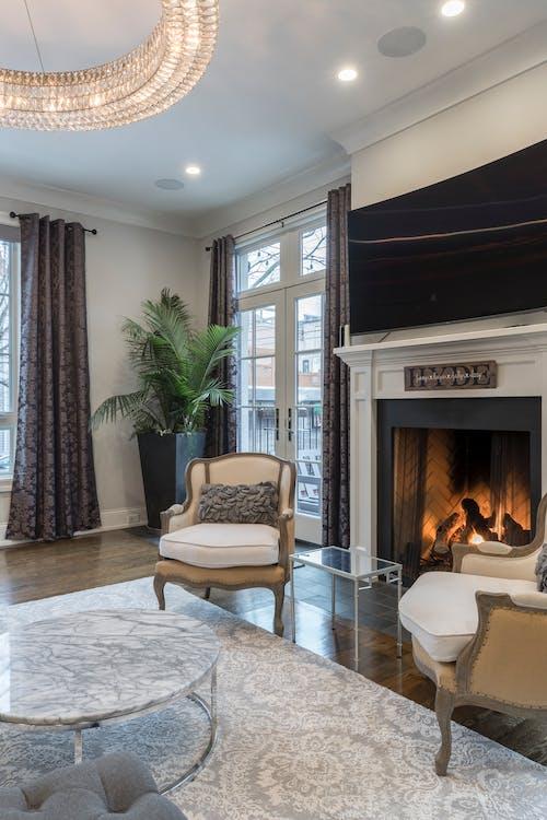 Photos gratuites de à l'intérieur, chaise, cheminée, contemporain