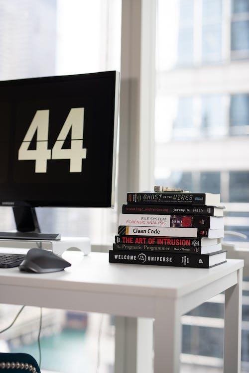 knihy, monitor, obrazovka