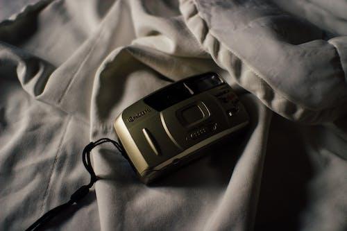 Kostenloses Stock Foto zu alt, alte kamera, ausrüstung, bildschirm