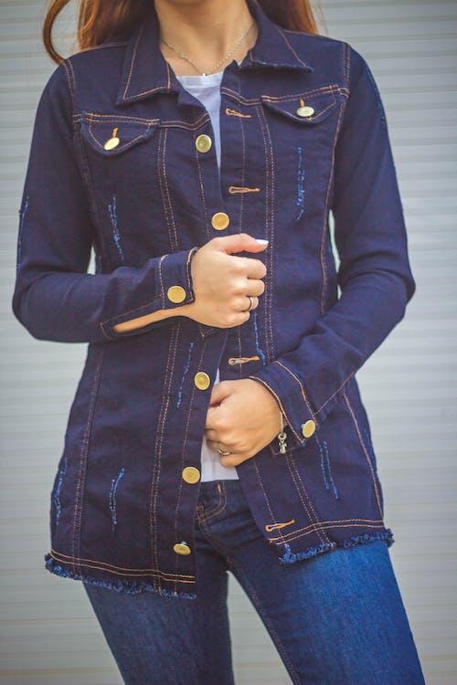 Fotobanka sbezplatnými fotkami na tému denim, dospelý, džínsová bunda, móda