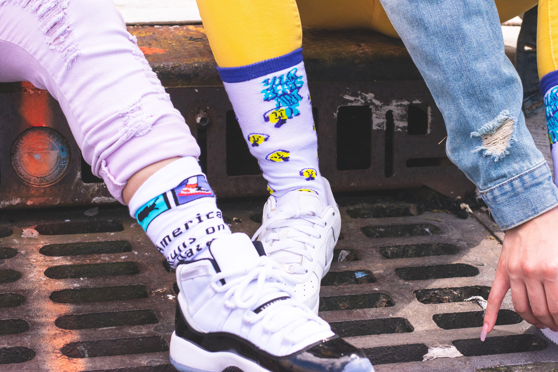 Ingyenes stockfotó akció, cipő, emberek, falfirka témában