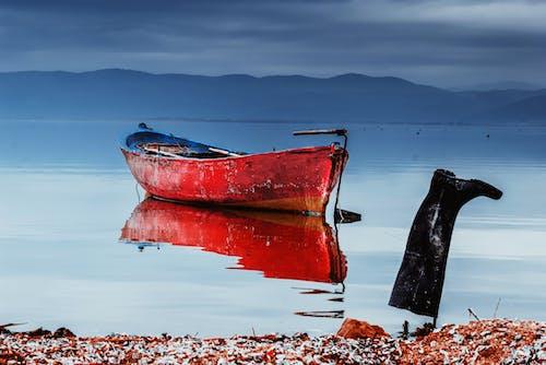 Foto d'estoc gratuïta de a l'aire lliure, aigua, barca, barca de pesca