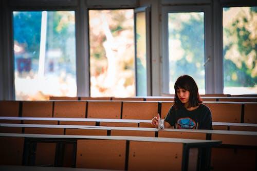 Foto d'estoc gratuïta de asiàtica, aula, bonic, buscant