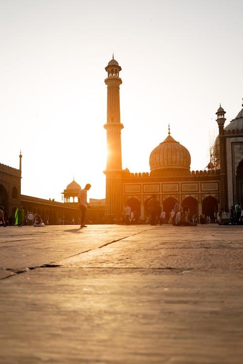 Бесплатное стоковое фото с архитектура, башня, большая мечеть, вечер