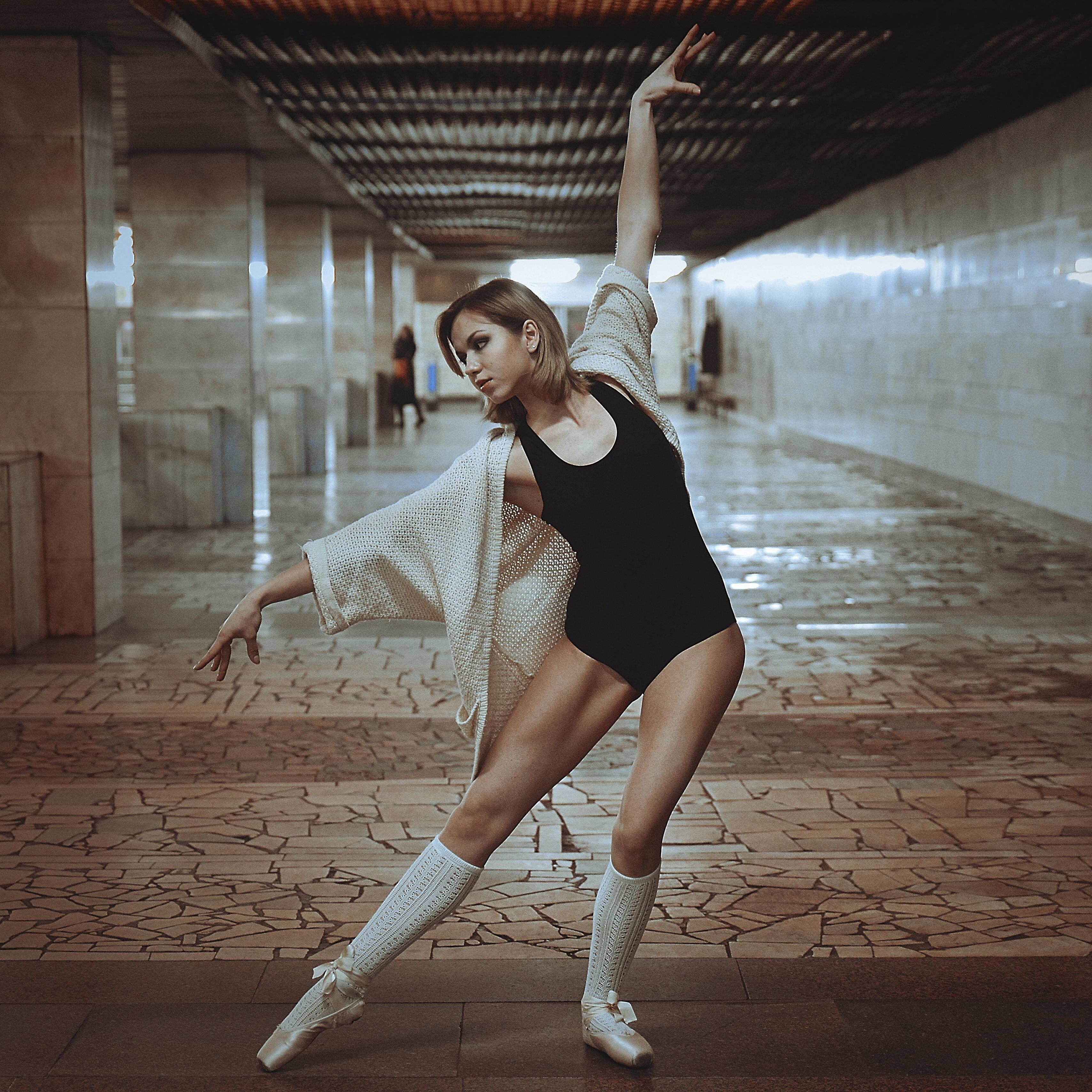 Woman Doing Ballet Pose Free Stock Photo
