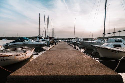 Δωρεάν στοκ φωτογραφιών με αποβάθρα, βάρκες, γιοτ, ιστιοπλοϊκά