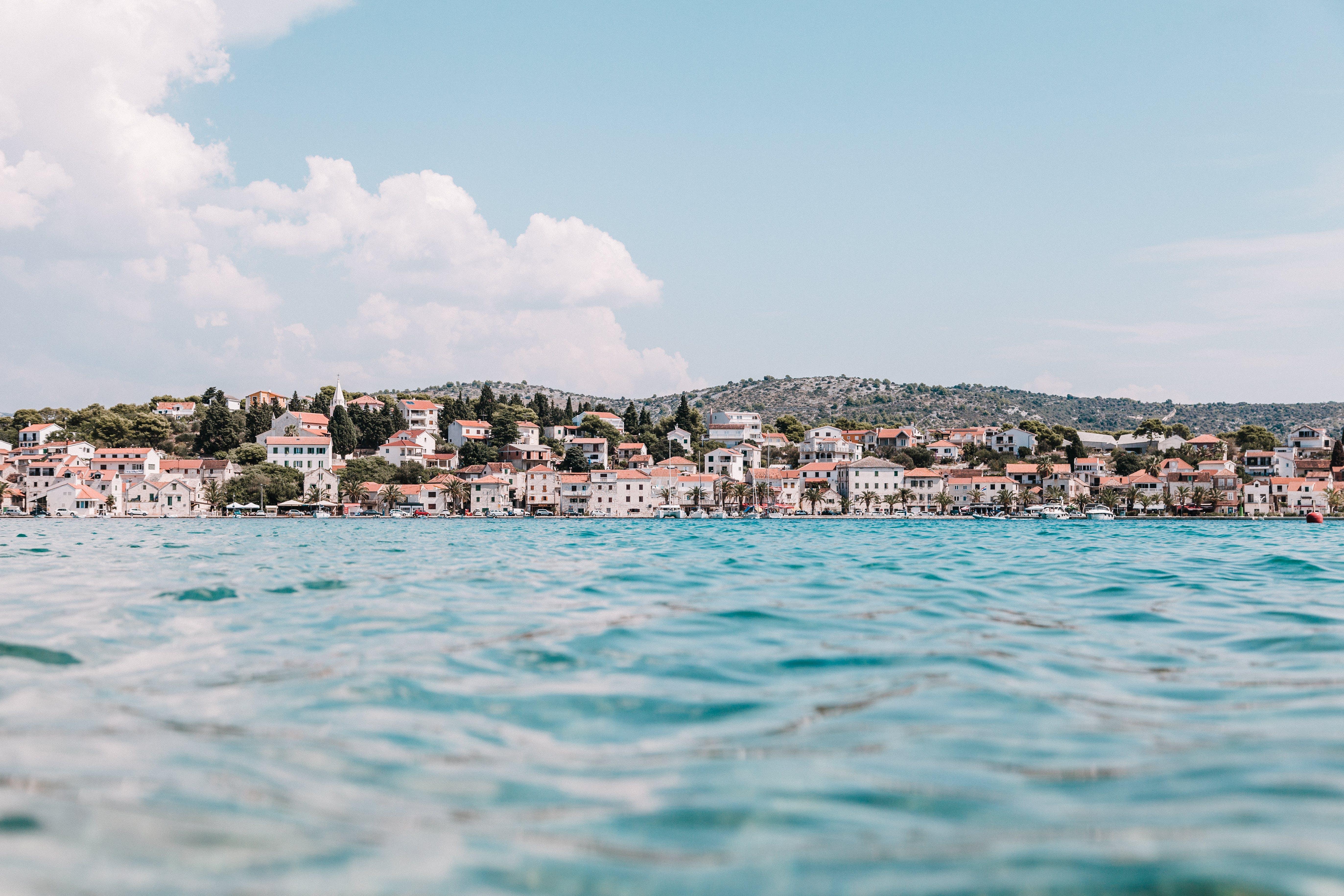 Základová fotografie zdarma na téma Chorvatsko, domy, město, moře
