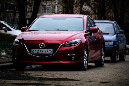 Foto d'estoc gratuïta de automòbil, carrer, cotxe, cotxe vermell