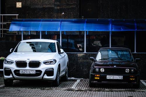 Foto d'estoc gratuïta de automòbil, BMW, carrer, clàssic