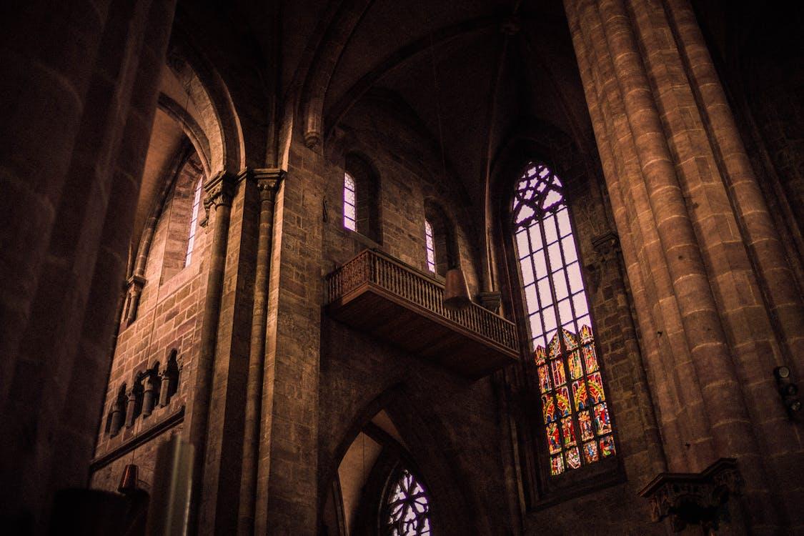 Fotografía De ángulo Bajo De La Iglesia