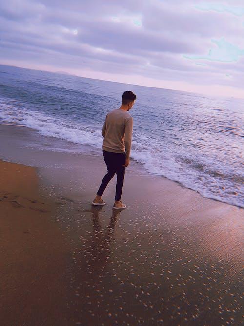 Δωρεάν στοκ φωτογραφιών με άνθρωπος, γαλάζια νερά, γαλάζιος ουρανός, διάθεση