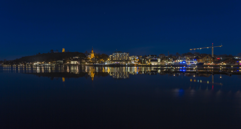 Gratis lagerfoto af aftenhimmel, blåt vand, byudsigt