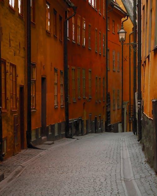 Darmowe zdjęcie z galerii z aleja, architektura, budynki, czerwony