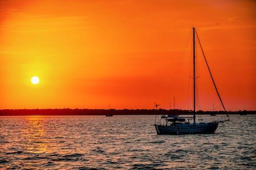 Δωρεάν στοκ φωτογραφιών με βάρκα, δύση του ηλίου, κόλπος, παραλία ηλιοβασίλεμα