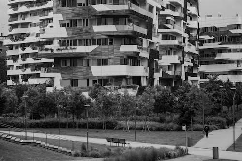 Foto d'estoc gratuïta de arquitectura, blanc i negre, ciutat, fotografia urbana