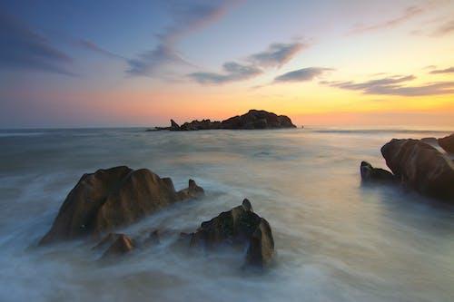 Foto profissional grátis de água, alvorecer, beira-mar, céu