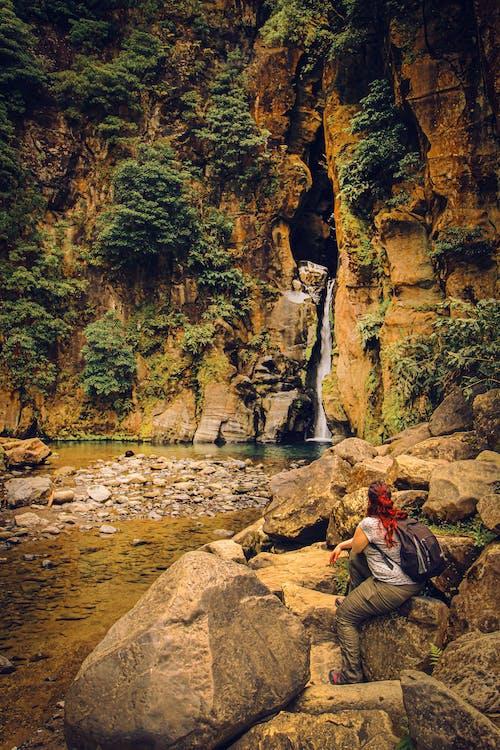 Kostnadsfri bild av ensam, flod, kvinna, natur