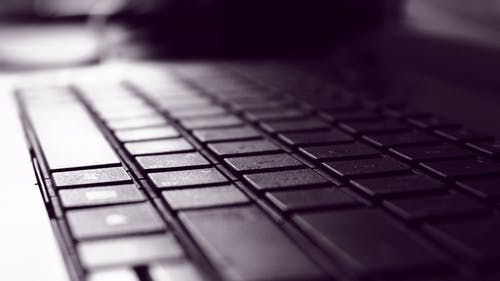 Základová fotografie zdarma na téma černobílý, elektronika, klávesnice, psát na počítači