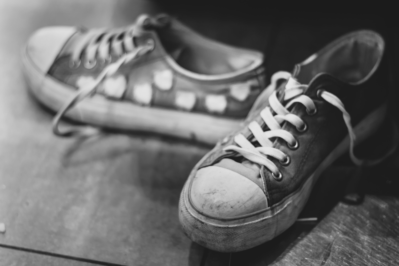 Foto profissional grátis de calçados, clássico, manchado, P&B