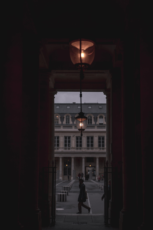 karanlık, Paris, yürümek içeren Ücretsiz stok fotoğraf
