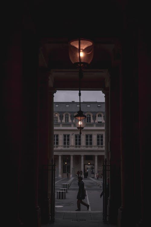 Imagine de stoc gratuită din închis la culoare, mers pe jos, Paris