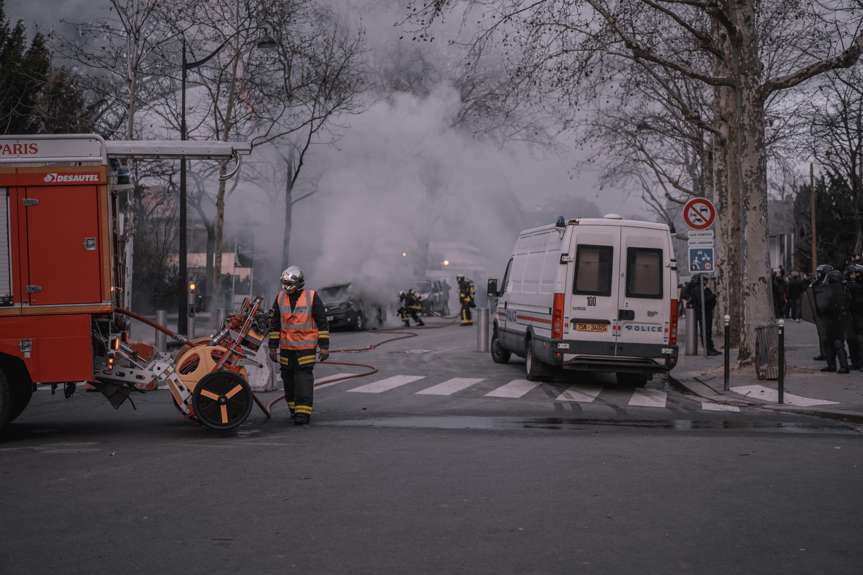 alev, Fransa, giletsjaunes, itfaiyeci içeren Ücretsiz stok fotoğraf