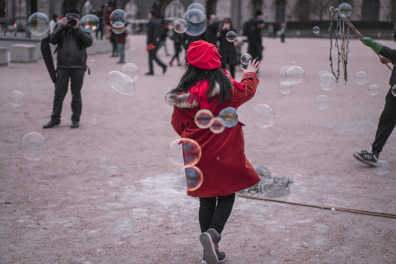 adam, aksiyon, baloncuk, çarpışma içeren Ücretsiz stok fotoğraf