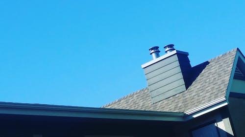 Kostnadsfri bild av kakel tak, lägenhetsbyggnader, skorstenar
