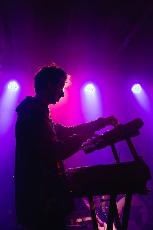band, discjockey, DJ-mixerpult