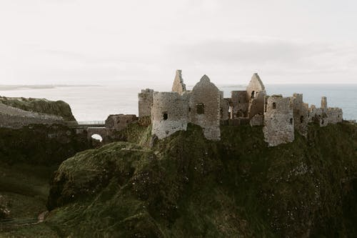 Gratis lagerfoto af arkitektur, befæstning, bjerg, borg