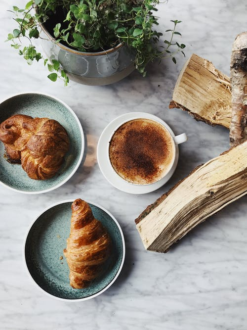 Kostenloses Stock Foto zu brot, croissants, dämmerung, erfrischung