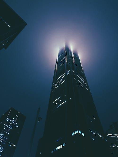 Foto d'estoc gratuïta de a l'aire lliure, alt, arquitectura, cel